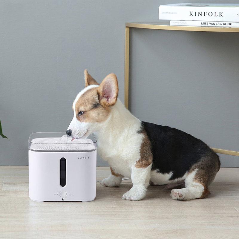 عکس تبلیغاتی ظرف آب اتوماتیک حیوانات خانگی شیائومی مدل Fountain 2S