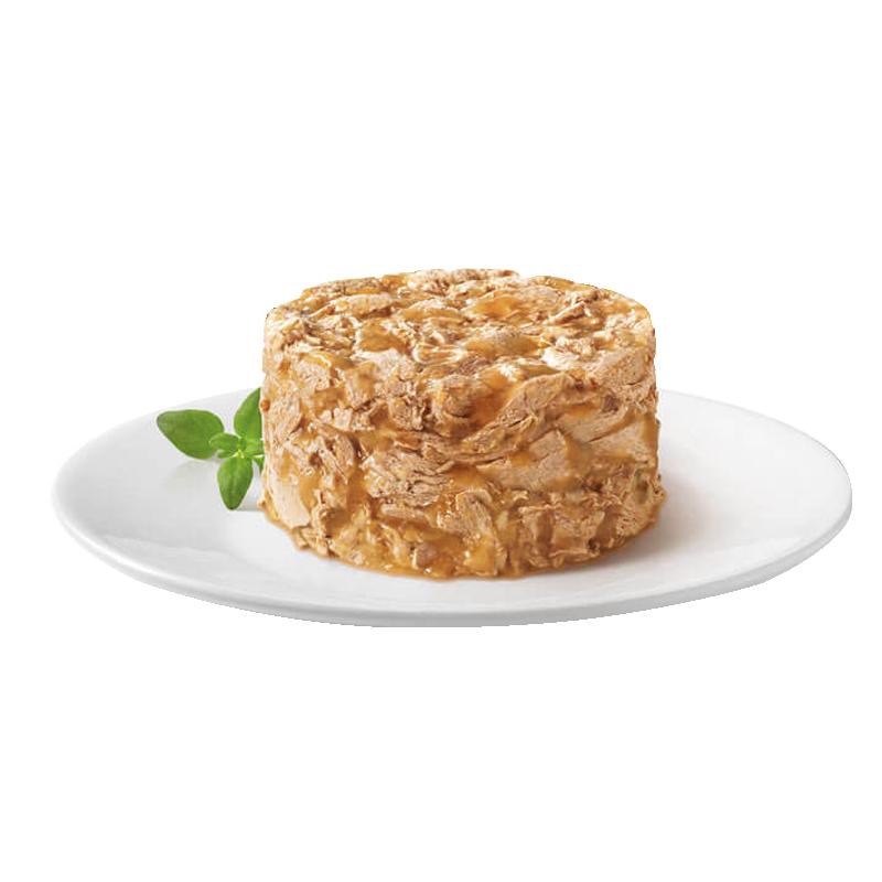 عکس محتویات کنسرو غذای گربه گورمت مدل Gold Salmon Savoury Cake وزن ۸۵ گرم