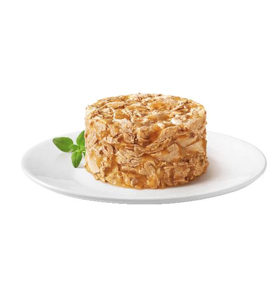 عکس محتویات کنسرو غذای گربه گورمت مدل Gold Beef Savoury Cake وزن ۸۵ گرم